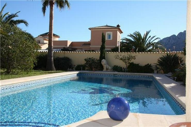 Bild 2: Moderne 2 Schlafzimmervilla mit Pool, auf 603m2 grossem Eckgrundstück in bester Wohnlage ...
