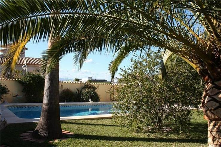 Bild 4: Moderne 2 Schlafzimmervilla mit Pool, auf 603m2 grossem Eckgrundstück in bester Wohnlage ...