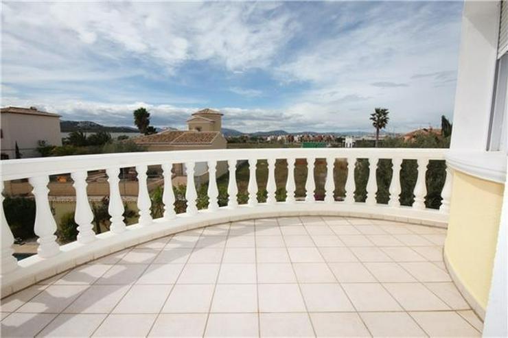 Bild 5: Moderne 2 Schlafzimmervilla mit Pool, auf 603m2 grossem Eckgrundstück in bester Wohnlage ...