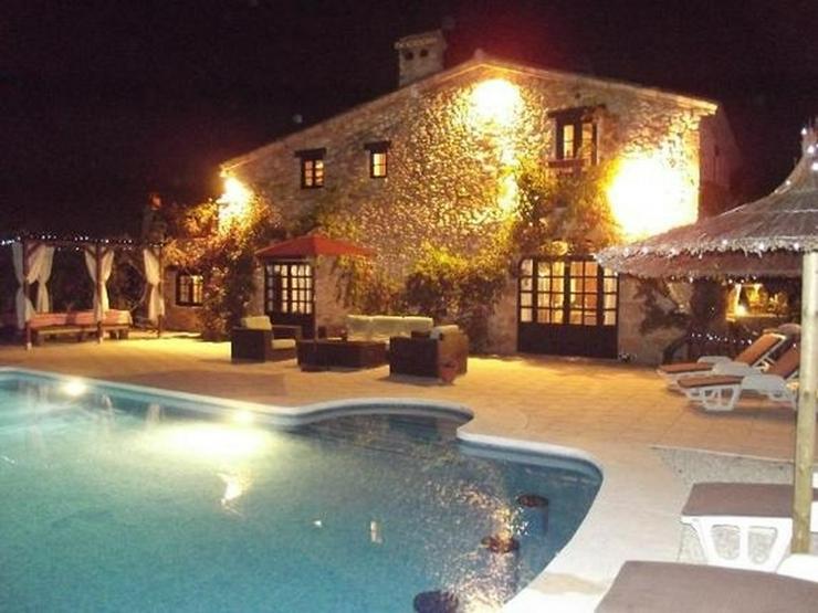 Bild 3: Stilechte 4 Schlafzimmer Villa mit Pool und großem Grundstück inmitten der Orangenplanta...