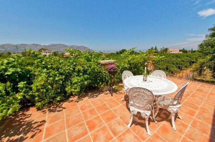 Bild 2: Stilechte 4 Schlafzimmer Villa mit Pool und großem Grundstück inmitten der Orangenplanta...