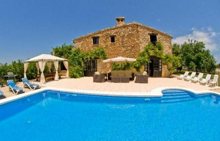 Stilechte 4 Schlafzimmer Villa mit Pool und großem Grundstück inmitten der Orangenplanta... - Haus kaufen - Bild 1