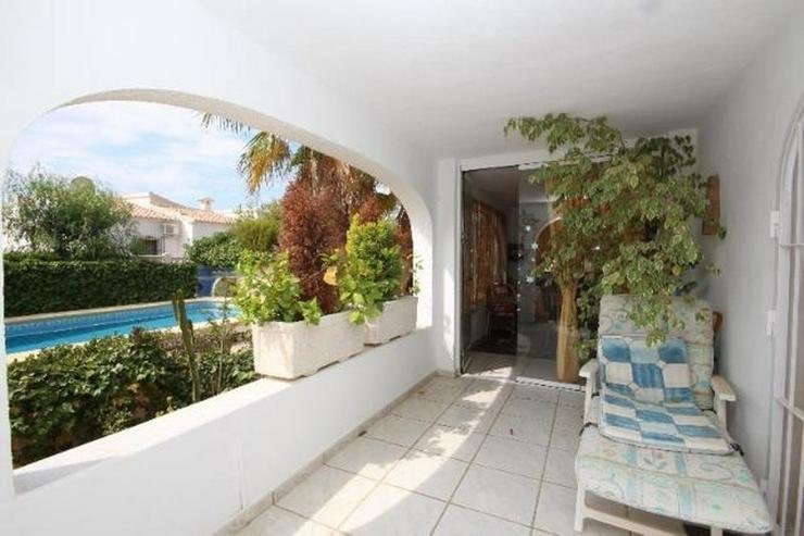 Bild 3: Ansprechende 3 SZ Villa mit sep. Gästeapartment, Pool, Klima, Garage, Kamin in ruhiger La...