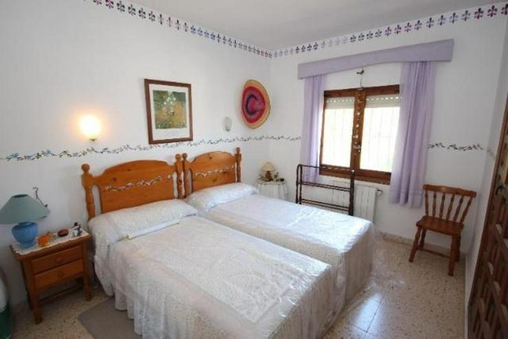 Bild 8: Attraktive Villa mit 2 WE, ZH, Pool in beliebtem Wohngebiet mit Meerblick