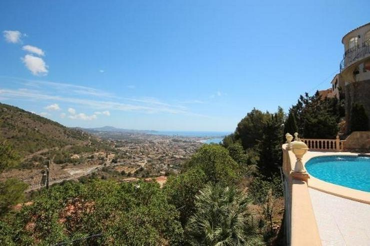 Bild 10: Attraktive Villa mit 2 WE, ZH, Pool in beliebtem Wohngebiet mit Meerblick