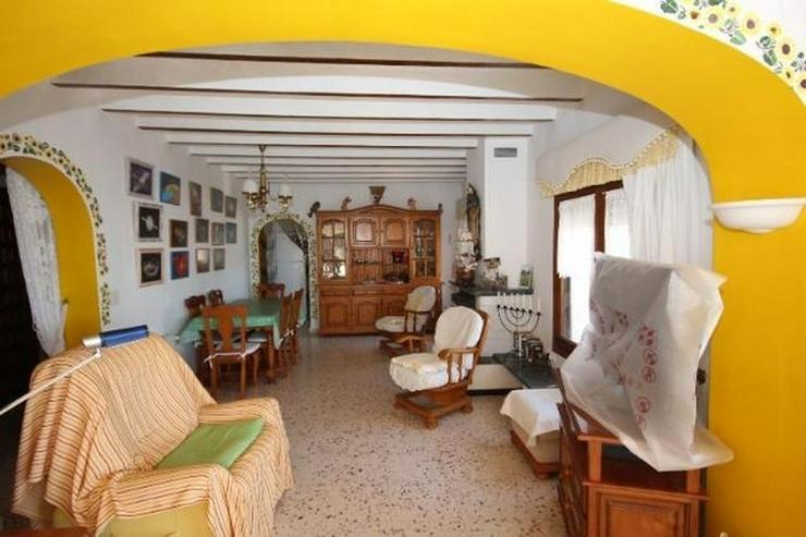 Bild 6: Attraktive Villa mit 2 WE, ZH, Pool in beliebtem Wohngebiet mit Meerblick