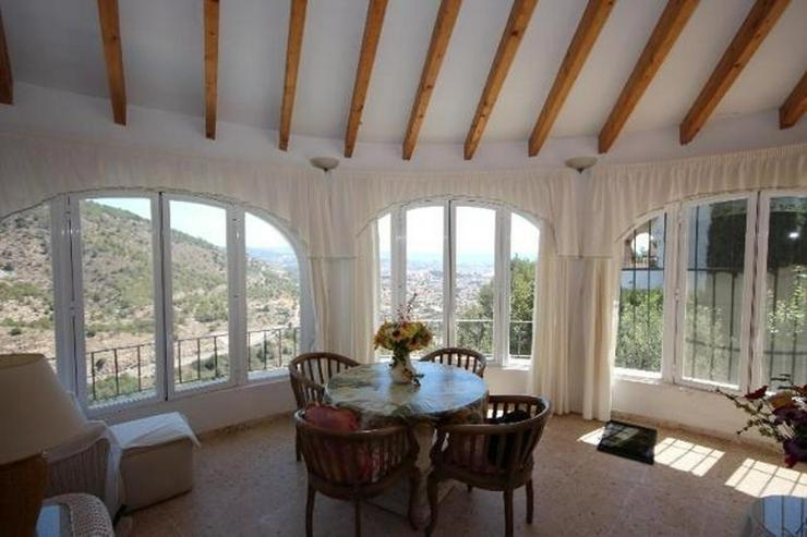 Bild 5: Attraktive Villa mit 2 WE, ZH, Pool in beliebtem Wohngebiet mit Meerblick