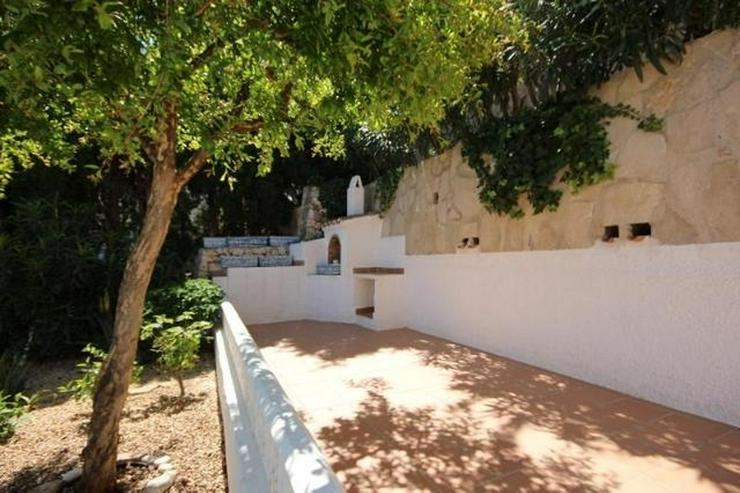 Bild 3: Attraktive Villa mit 2 WE, ZH, Pool in beliebtem Wohngebiet mit Meerblick