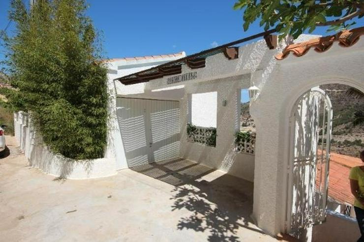 Bild 4: Attraktive Villa mit 2 WE, ZH, Pool in beliebtem Wohngebiet mit Meerblick