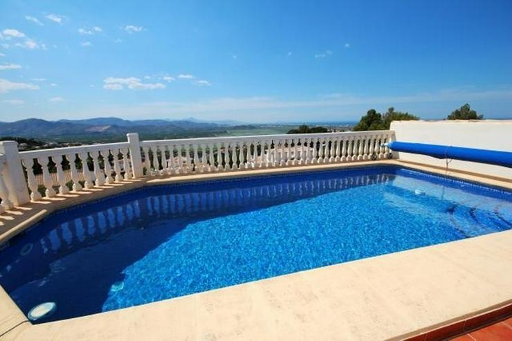 Bild 2: Schöne Villa mit herrlicher Aussicht auf das Meer und die Berge in ruhiger Lage mit Pool ...