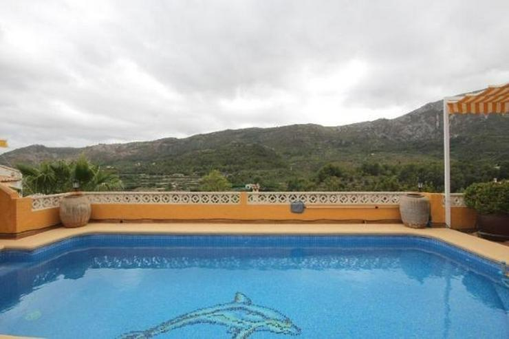 Bild 2: Sehr gepflegte 3 SZ Villa mit Pool, Garage, ZH, Sauna, Jacuzzi, BBQ im Bergidyll Adsubias