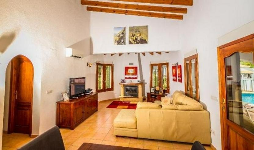 Bild 6: Sehr gepflegte 4 Schlafzimmer Villa mit Pool und schöner Aussicht auf grossem Grundstück...