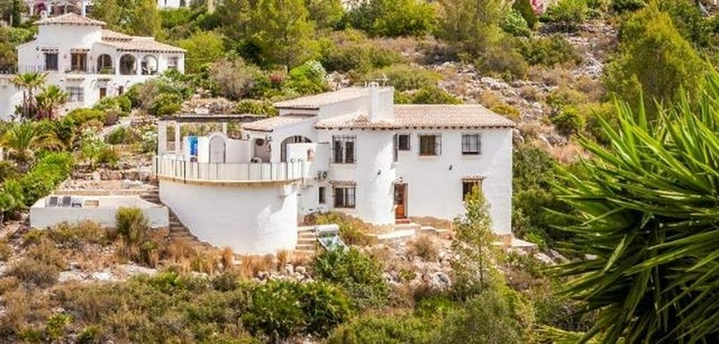 Bild 2: Sehr gepflegte 4 Schlafzimmer Villa mit Pool und schöner Aussicht auf grossem Grundstück...
