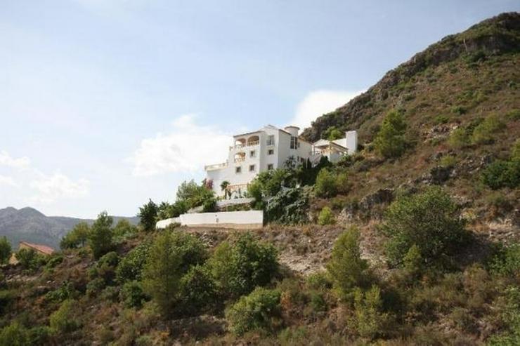 Luxuriöse 5 SZ Villa ideal zum Wohnen und Entertainen mit tollem separatem Gästeapartmen... - Haus kaufen - Bild 1
