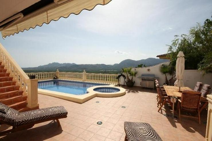 Bild 3: Luxuriöse 5 SZ Villa ideal zum Wohnen und Entertainen mit tollem separatem Gästeapartmen...