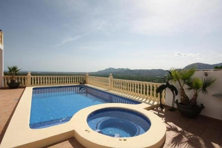 Bild 2: Luxuriöse 5 SZ Villa ideal zum Wohnen und Entertainen mit tollem separatem Gästeapartmen...