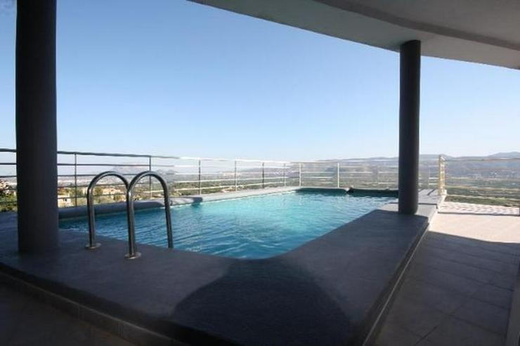 Bild 3: Moderne 3 Schlafzimmer Villa mit Pool und herrlicher Panoramasicht in Sanet y Negrals
