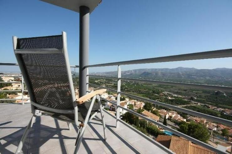 Bild 2: Moderne 3 Schlafzimmer Villa mit Pool und herrlicher Panoramasicht in Sanet y Negrals