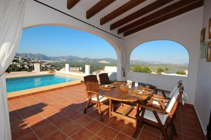 Bild 4: Anspruchsvolle 4 SZ Villa mit 2 Wohneinheiten, BBQ, ZH, Garage, Terrassen, schöner Südla...
