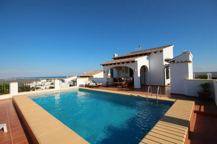 Anspruchsvolle 4 SZ Villa mit 2 Wohneinheiten, BBQ, ZH, Garage, Terrassen, schöner Südla... - Haus kaufen - Bild 1