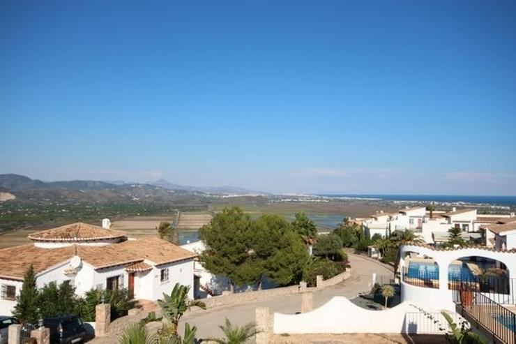 Bild 3: Anspruchsvolle 4 SZ Villa mit 2 Wohneinheiten, BBQ, ZH, Garage, Terrassen, schöner Südla...