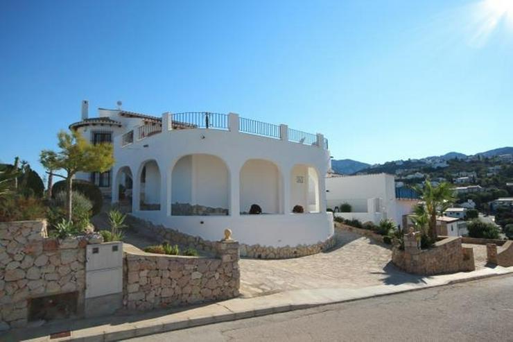 Bild 2: Anspruchsvolle 4 SZ Villa mit 2 Wohneinheiten, BBQ, ZH, Garage, Terrassen, schöner Südla...