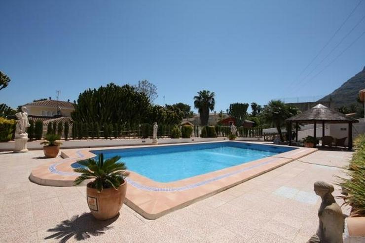 Bild 2: Grosszügige, stadtnahe Villa mit 4 Schlafzimmern und Pool in Denia