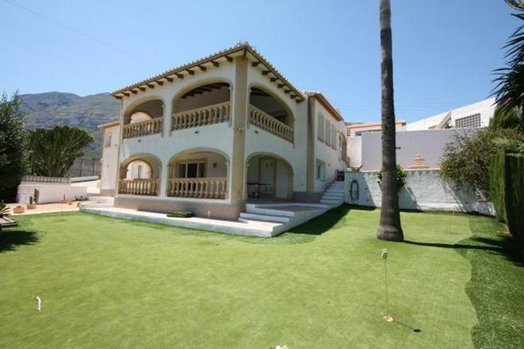 Grosszügige, stadtnahe Villa mit 4 Schlafzimmern und Pool in Denia - Haus kaufen - Bild 1