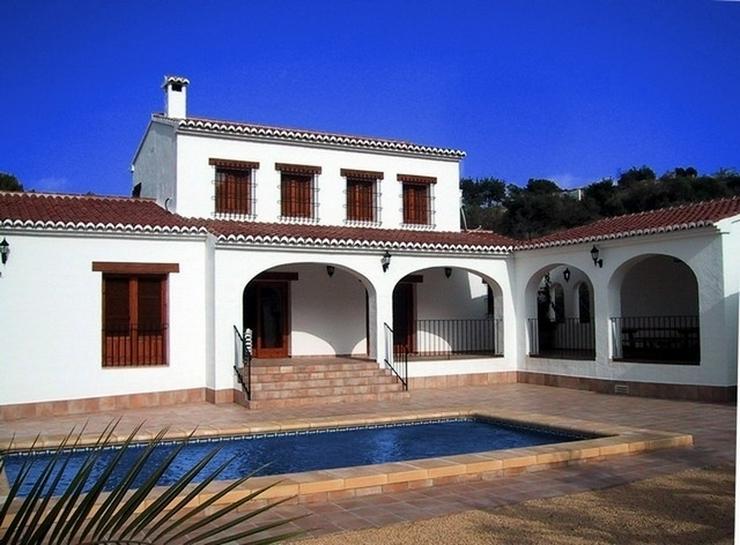 Bild 2: Villa im Landhausstil in Benissa.