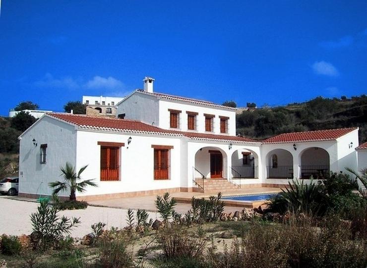 Villa im Landhausstil in Benissa. - Haus kaufen - Bild 1