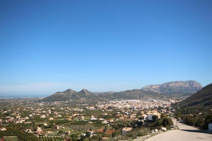 Bild 3: Optimales Grundstück mit Panoramablick unweit vom Dorfkern