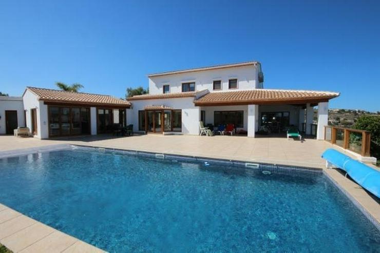 Luxusfinca in privater und ruhiger Lage mit schönem Blick auf die umliegende Natur und da... - Haus kaufen - Bild 1