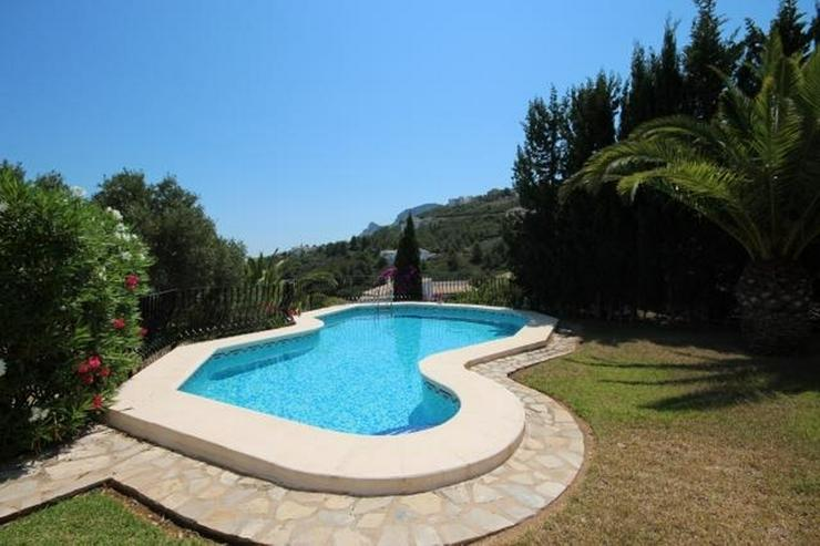 Bild 4: Großzügige Villa mit 2 Wohneinheiten, Carport, ZH, Terrassen, Pool und traumhaftem Meerb...