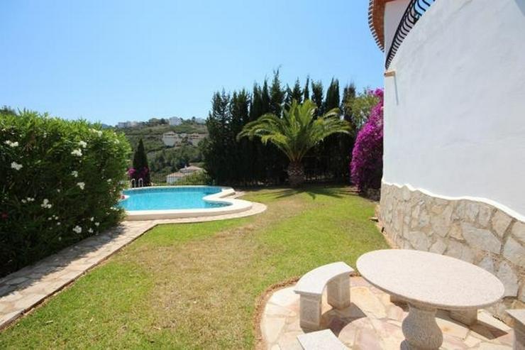 Bild 6: Großzügige Villa mit 2 Wohneinheiten, Carport, ZH, Terrassen, Pool und traumhaftem Meerb...