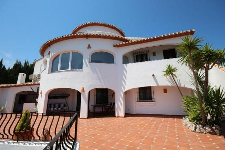 Bild 3: Großzügige Villa mit 2 Wohneinheiten, Carport, ZH, Terrassen, Pool und traumhaftem Meerb...
