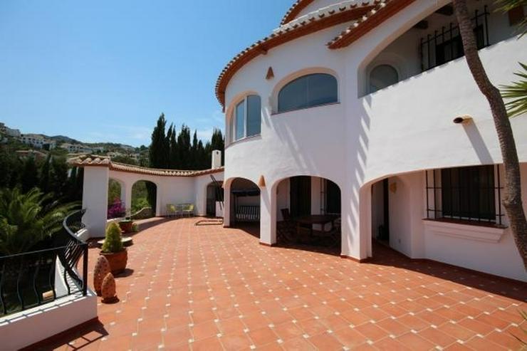 Bild 5: Großzügige Villa mit 2 Wohneinheiten, Carport, ZH, Terrassen, Pool und traumhaftem Meerb...