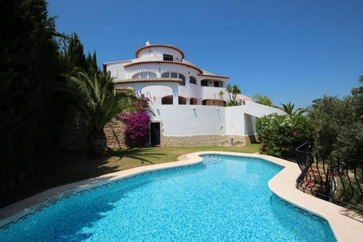Großzügige Villa mit 2 Wohneinheiten, Carport, ZH, Terrassen, Pool und traumhaftem Meerb... - Haus kaufen - Bild 1