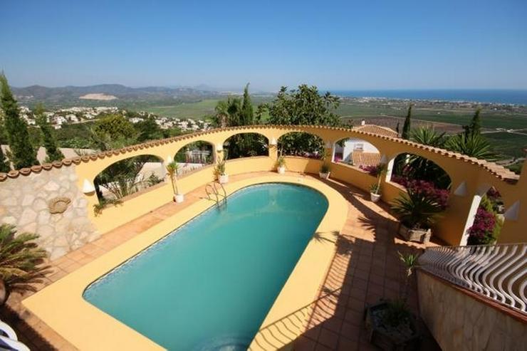Bild 2: Großzügige Villa am Monte Pego mit Panoramablick auf Meer, Berge und die Reisfelder.