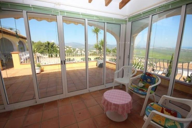 Bild 3: Großzügige Villa am Monte Pego mit Panoramablick auf Meer, Berge und die Reisfelder.