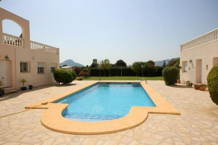 Bild 3: Großes Dorfhaus in guter Lage mit Klimaanlage, Terrassen, schöner Aussicht und Gemeinsch...