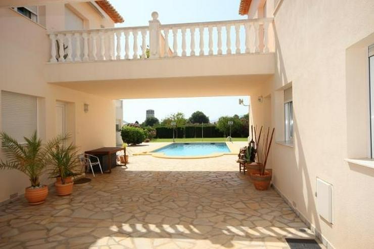 Bild 6: Großes Dorfhaus in guter Lage mit Klimaanlage, Terrassen, schöner Aussicht und Gemeinsch...