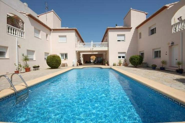 Großes Dorfhaus in guter Lage mit Klimaanlage, Terrassen, schöner Aussicht und Gemeinsch... - Haus kaufen - Bild 1