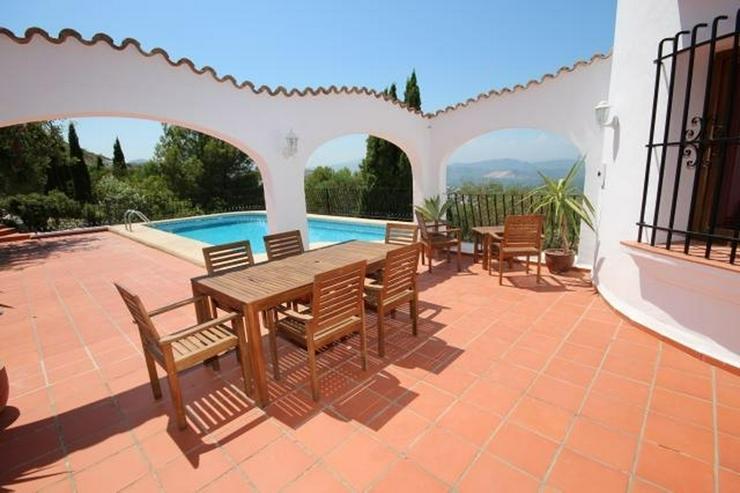 Bild 5: Spanischer Charme mit 5 SZ, separatem Gästebereich, Klima, Kamin, Pool und traumhaftem Me...
