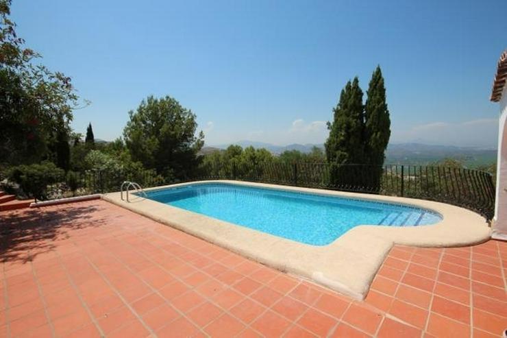 Bild 4: Spanischer Charme mit 5 SZ, separatem Gästebereich, Klima, Kamin, Pool und traumhaftem Me...
