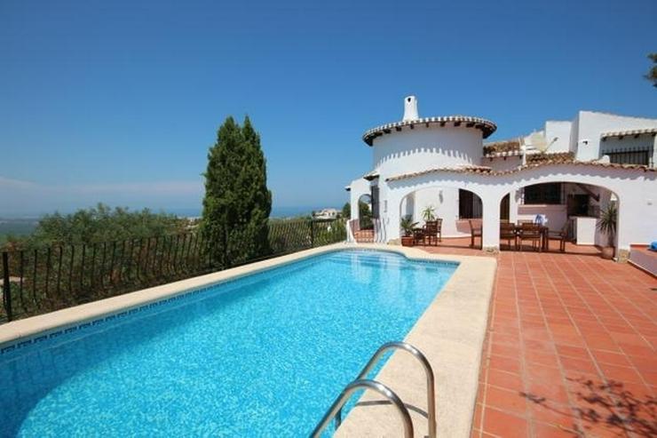 Spanischer Charme mit 5 SZ, separatem Gästebereich, Klima, Kamin, Pool und traumhaftem Me... - Haus kaufen - Bild 1