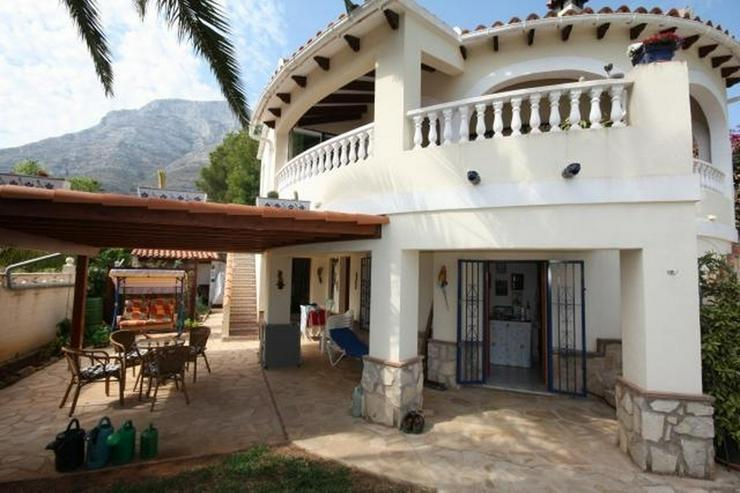Bild 3: Private 3 Schlafzimmer Villa mit großem Pool, nur 3,5 km vom Stadtzentrum Denia entfernt.