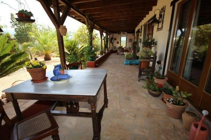 Bild 2: Ländliche Finca, großzügiger Garage oder Atelier und Pool in Benidoleig