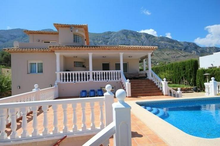 Bild 3: Luxus-Villa von 335 m2 auf einem Grundstück von 820m2 in einer privaten und ruhigen Lage ...