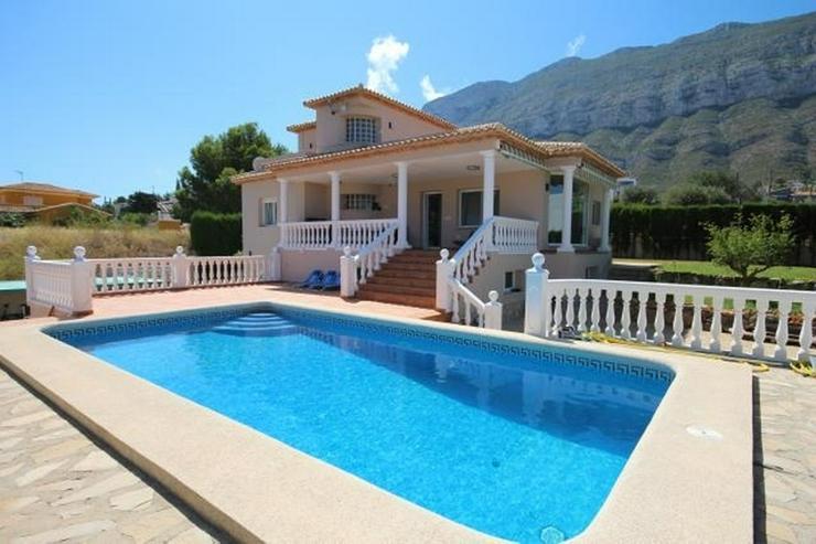 Luxus-Villa von 335 m2 auf einem Grundstück von 820m2 in einer privaten und ruhigen Lage ... - Haus kaufen - Bild 1