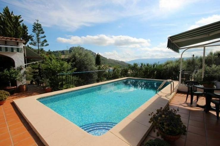 Bild 6: Grosszügige 4 SZ Villa mit ZH, Gästebereich, Carport, Pool, Terrassen und atemberaubende...